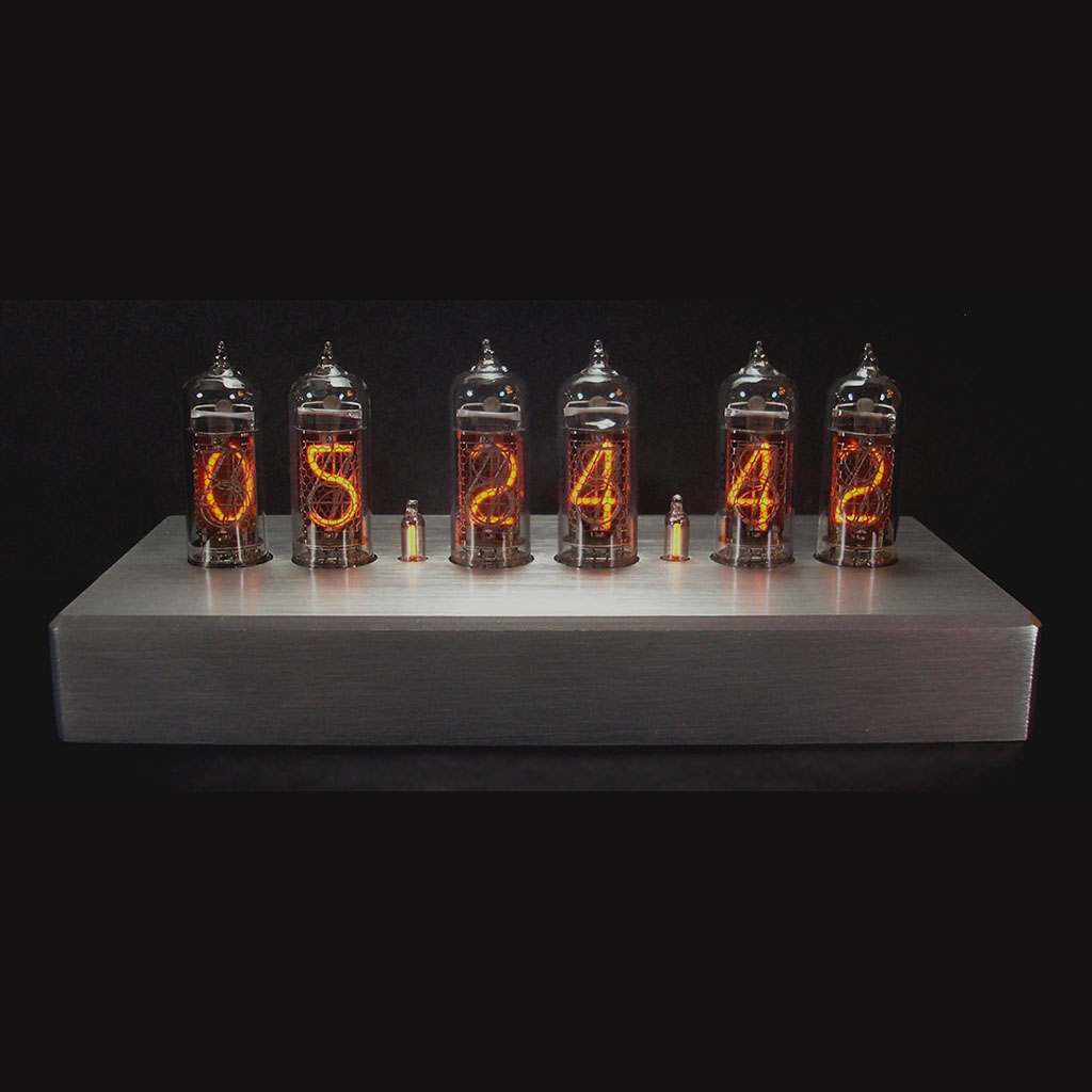 BrushedBrushed aluminum clock with 6 IN14 Nixie tubes